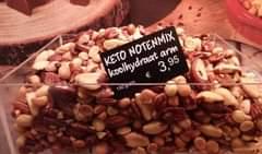 Afbeelding kan het volgende bevatten: eten, de tekst 'KETO koolhydraat NOTENMIX arm € 3,95 95 150gram 150grom'